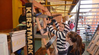 't is eens iets anders dan les wiskunde: leerlingen De Palster verbouwen eigen speelplaats