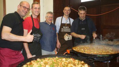 Volleybalclub Feniks Haacht bereidde vijftien gigantische pannen paella voor zijn eetdagen
