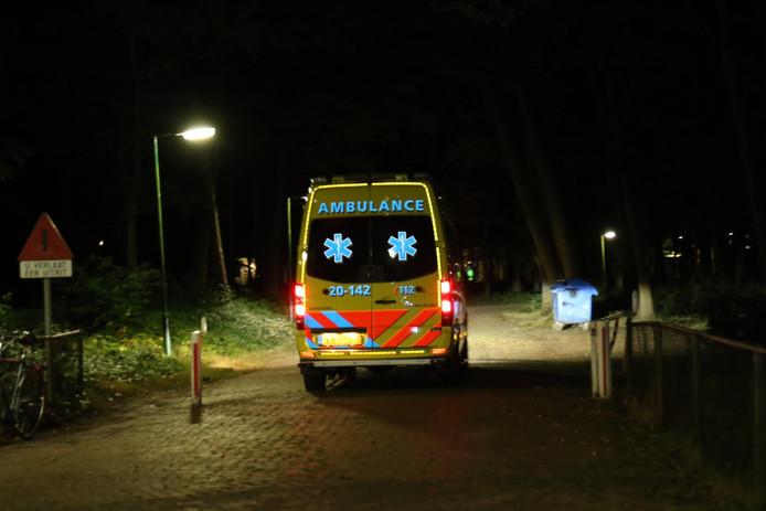 De ambulance vertrekt bij AZC Gilze.