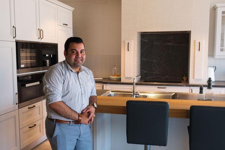 Winkelverantwoordelijke Ehsan Tofangsaz in het nieuwe filiaal van Vanden Borre.