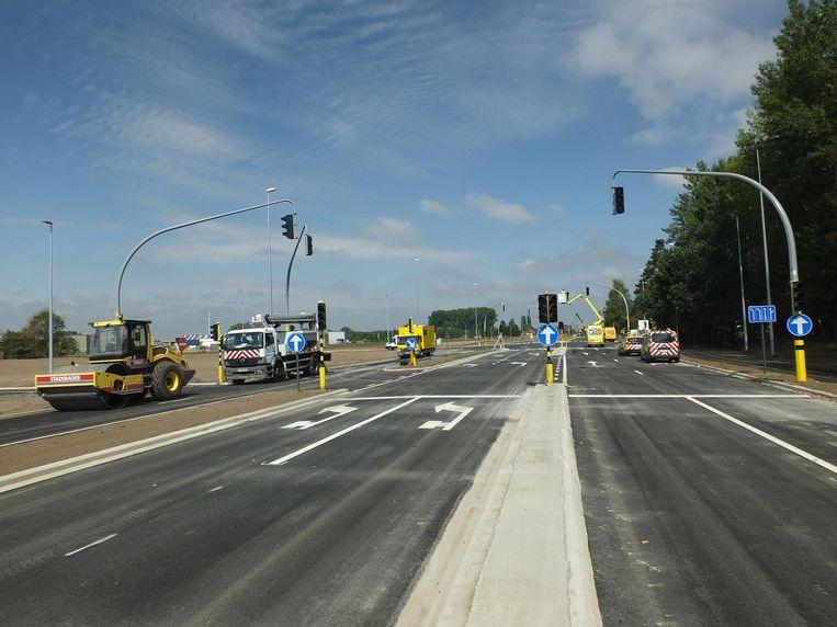 Wie van de E17 komt en Deinze binnenrijdt, heeft twee voorsorteervakken om links af te slaan richting De Prijkels.