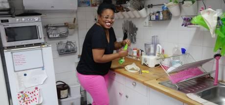 Rodinne begint bakschooltje in Enschede: 'Zodra het toetje op tafel komt, word ik gelukkig'