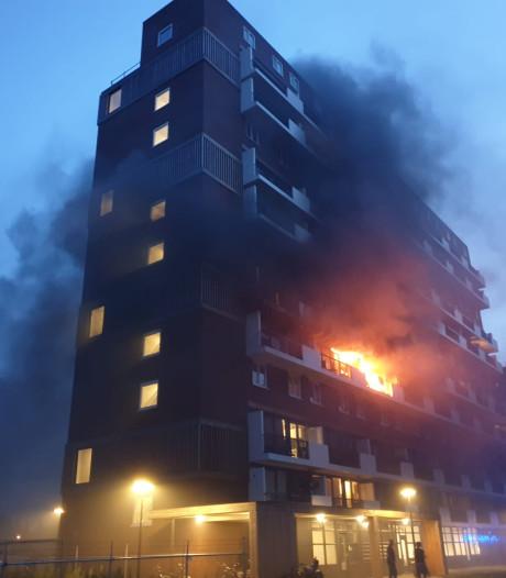 Brand in flat Hengelose Es: appartementen tijdelijk ontruimd