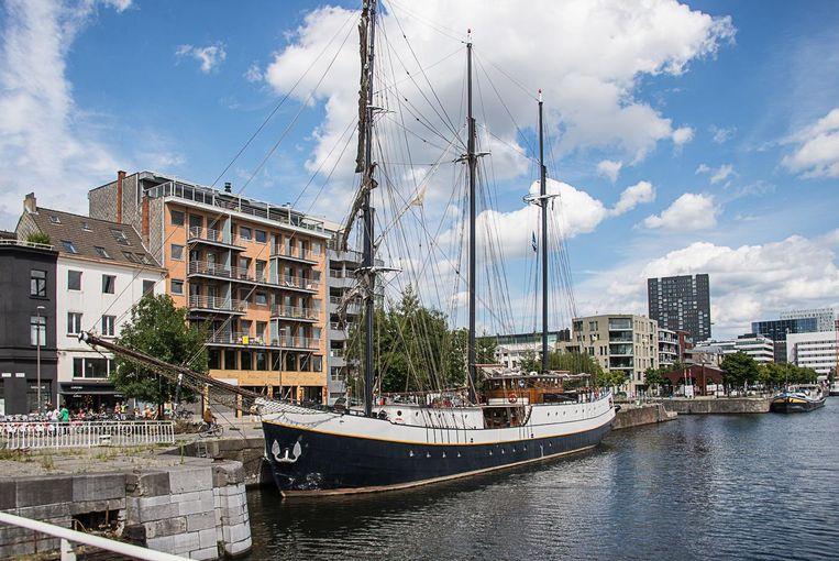 De driemaster Marjorie II ligt aan het Willemdok aan het MAS.
