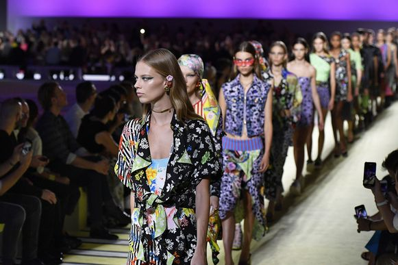 Modemerk Versace presenteerde de nieuwe lente- en zomercollectie voor 2019 tijdens de Milan Fashion Week.