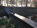 Een stuw in het Peelkanaal in Landhorst zorgt ervoor dat water wordt vastgehouden. Via zijtakken waar de stuwen juist omlaag staan, gaat het water verder het droge land in.