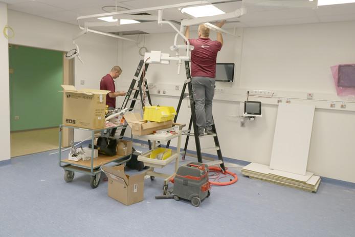 Op de afdeling spoedeisende hulp van Ziekenhuis Rivierenland is hard gewerkt aan de vier nieuwe behandelkamers.