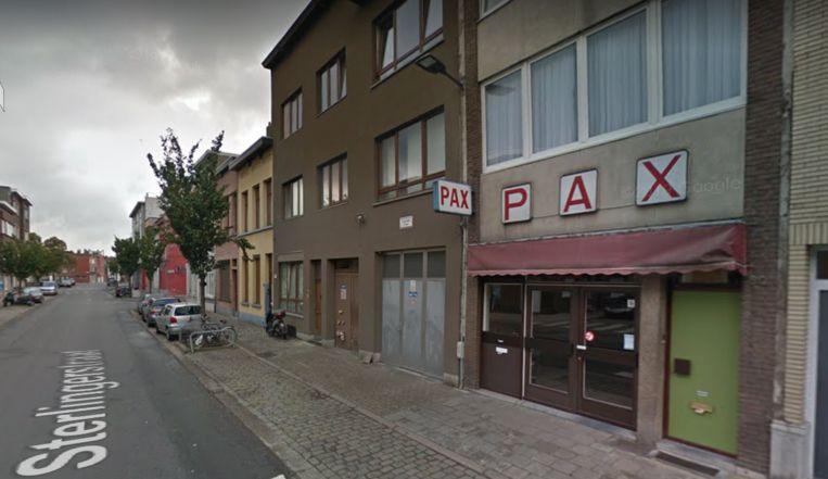 De inval gebeurde in de buurt van feestzaal Pax in de Sterlingerstraat.