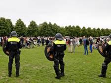 Drie mannen van bed gelicht door politie om rellen op Malieveld