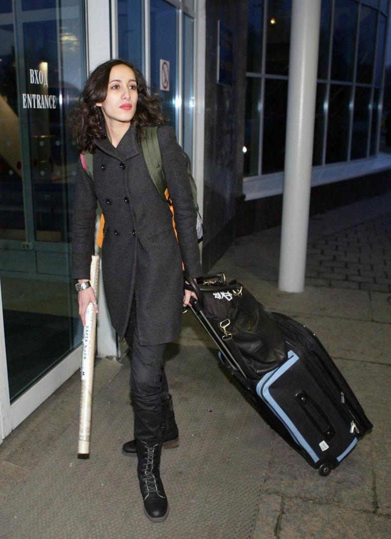 Faiza Oulahsen op het vliegveld van Sint Petersburg Beeld ap
