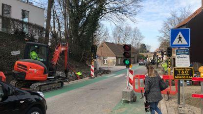 Oeps, stroomkabel vergeten trekken: Fluvius breekt voetpaden paar maanden na jarenlange werken alweer open