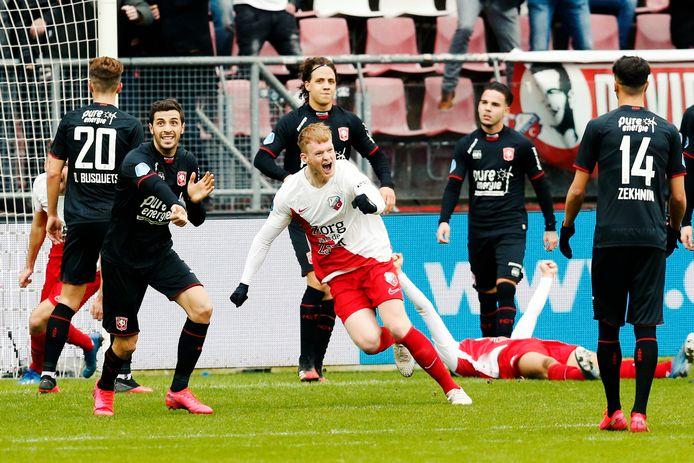 Jonas Arweiler schreeuwt het uit nadat hij scoort bij zijn debuut tegen FC Twente