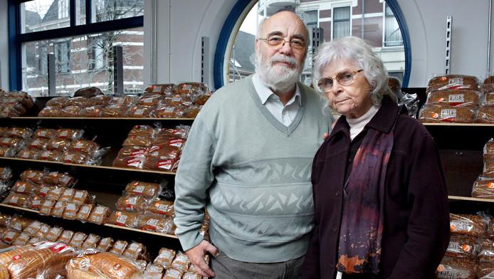 Hans Goosen en Therese Steur van de actiegroep RoSa bij het voedselcentrum van Stichting Isaak & de Schittering in Rotterdam-Noord. 'Het stadsbestuur kijkt weg.'