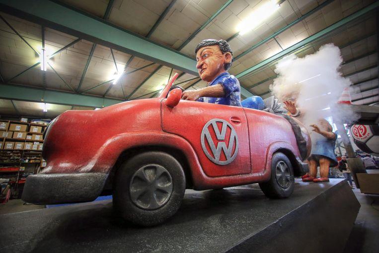 Het dieselschandaal heeft VW ook tot onderwerp van spot gemaakt voor het naderende carnaval. In Mainz weten ze er wel raad mee. Beeld EPA
