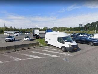 Achtervolging en arrestatie in Sint-Job-in-'t-Goor: politiehond vindt man terug vlak bij vijver bij Park & Ride