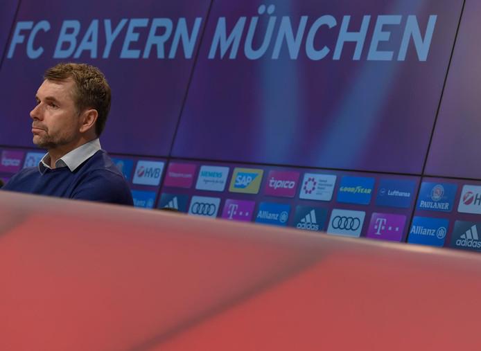 Bernd Hollerbach, alors coach d'Hambourg, en conférence de presse avant un match contre le Bayern, en mars 2018.