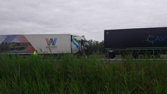 Het ongeluk op de A15 bij Ochten.