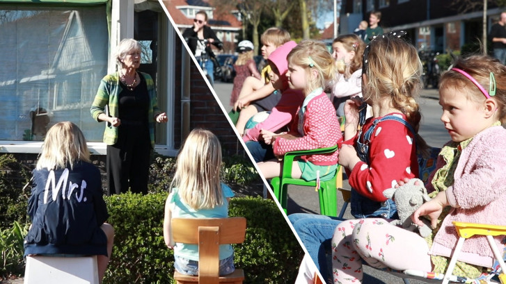 Verhalen vertellen vanuit de voortuin: kinderen luisteren geboeid naar Ankie (70)