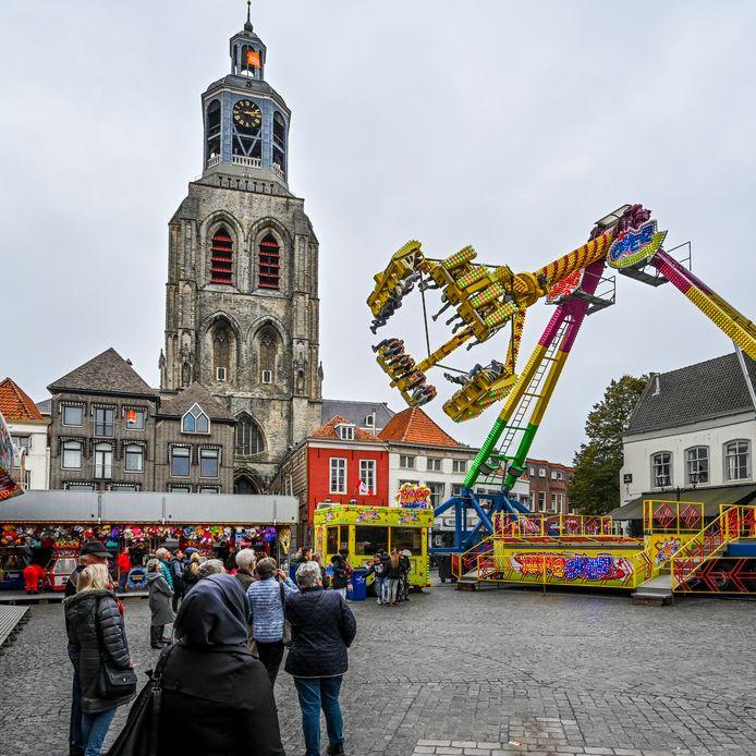 Kermis op de Grote Markt in Bergen op Zoom.