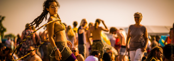 Sfeerimpressie van het Hippiefestival Gorinchem, gemaakt in 2013. Burgemeester en wethouders willen het festival graag behouden voor de stad.