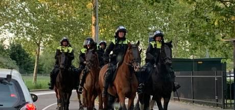 Boze supporters gooien stenen naar ME na dramatische uitschakeling van FC Den Bosch, meerdere mensen aangehouden