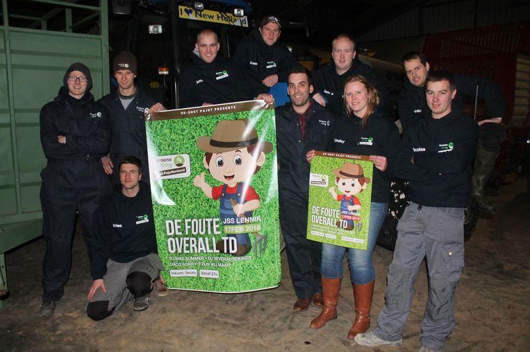 De leden van Groene Kring Oost-Pajottenland zijn klaar voor de boerenfuif.