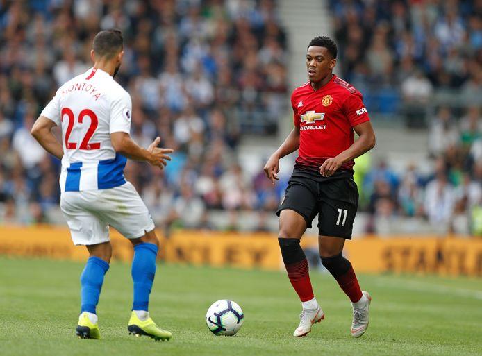 Martial in duel met Martín Montoya van Brighton.