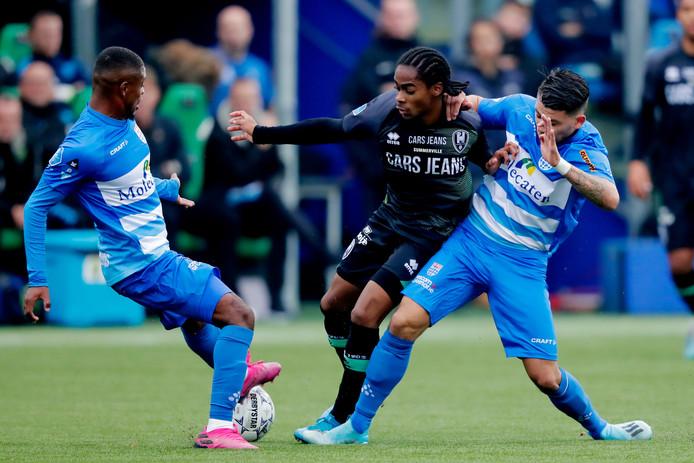 Kenneth Paal (lies) en Gustavo Hamer (verstandskies laten trekken) ontbrak in het oefenduel van PEC Zwolle met FC Köln donderdag (0-0).