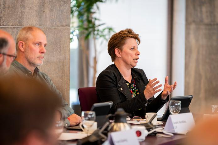 Annette Nijhuis van Haaksbergen Centraal vindt de dreigementen van de directeur-bestuurder van het Kulturhus 'ronduit kinderachtig'.