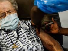 """""""Nous avons choisi la prudence"""": la campagne de vaccination est-elle trop lente?"""