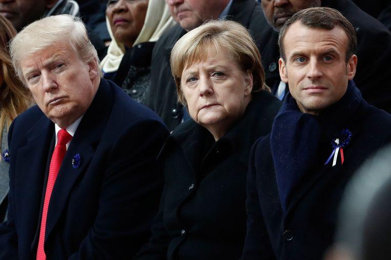 Donald J. Trump, Angela Merkel en Emmanuel Macron tijdens de herdenking bij de Arc de Triomphe.  Beeld AFP