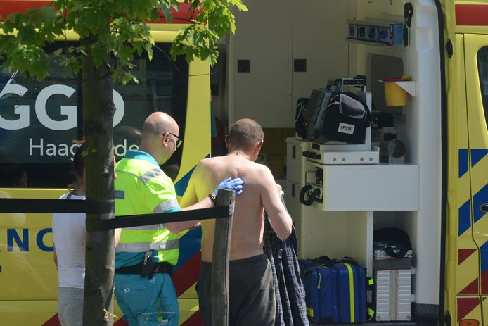 Een slachtoffer liep brandwonden op bij de brand die woedde in de dakkapel in de Voltastraat.