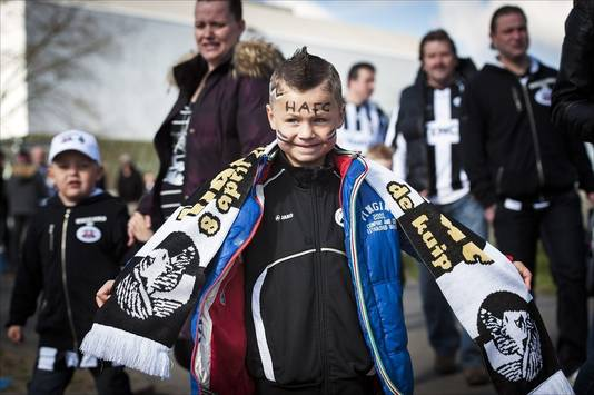 Een jonge Heracles-fan die wél naar Rotterdam ging.