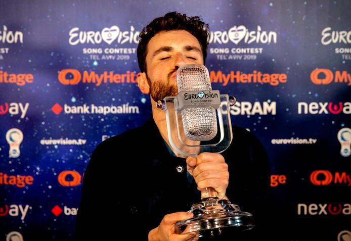 Duncan Laurence kan er nog niet bij dat hij het Eurovisiesongfestival heeft gewonnen. Dat liet hij zondag weten op Instagram, vlak voor de terugreis naar Nederland.