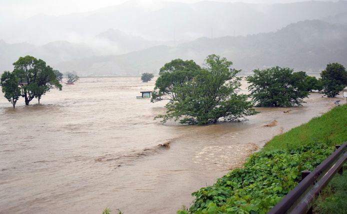 Onder andere de rivier Kuma is buiten zijn oevers getreden.