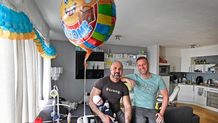 Baby Milan is gearriveerd in Amsterdam. Beeld Guus Dubbelman