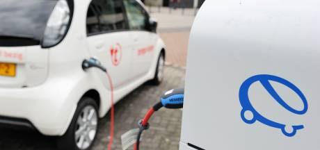 'Zwolle is te traag met oplaadpunten elektrische auto's, jaarlijks 350 nieuwe palen nodig'