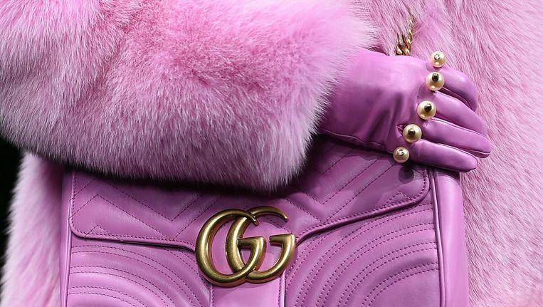 Een (laatste) bontjas op de catwalk bij Gucci in 2016.