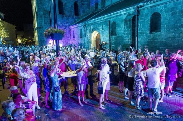 De eerste editie van De Verjoardag zorgde vorig jaar voor een heerlijk sfeertje op het Plechelmusplein.