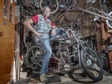 Evja Abu Hasira (56) bouwt fietsen in alle soorten en maten