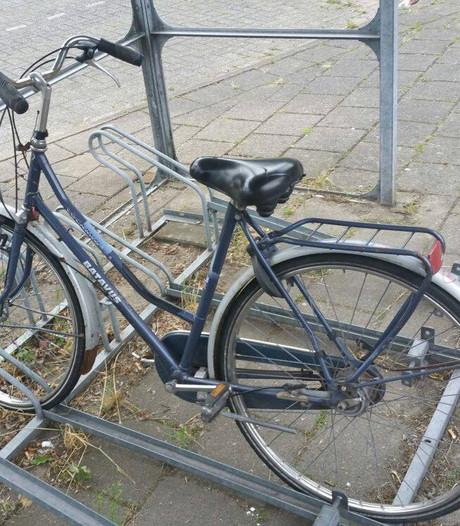 Gefrustreerde man met kiespijn vernielt fiets en verkeersbord