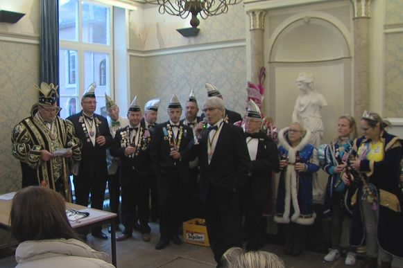 Jef Lemmens, voorzitter van het gemeentelijk feestcomité, opende het carnavalsjaar.