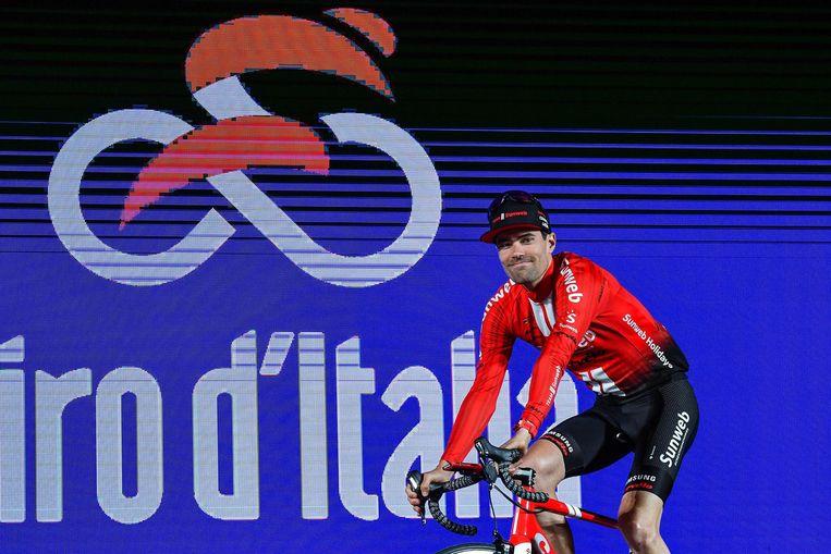 Tum Dumoulin bij de teampresentatie van de Giro d'Italia voor zijn team Sunweb. Beeld EPA