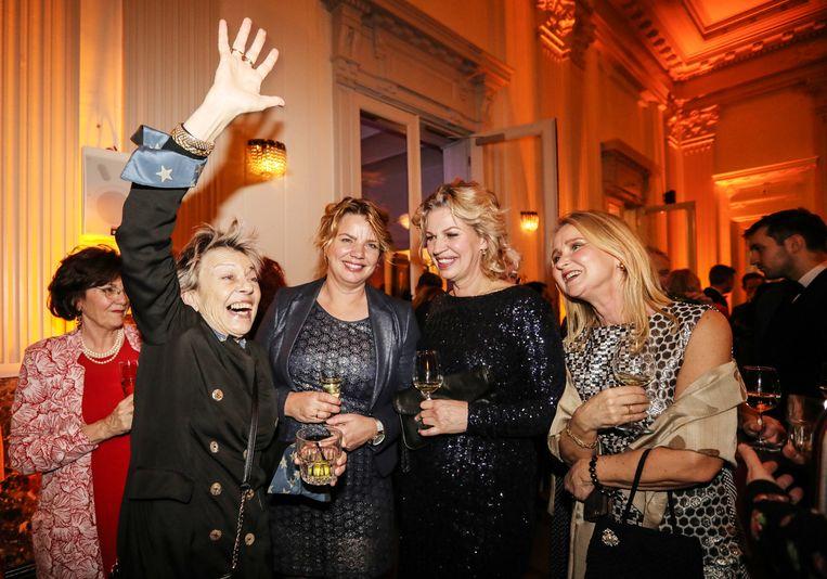 V.l.n.r.: Connie Palmen, Sietske van de Woude (de zus van Annejet van der Zijl ), Annejet van der Zijl en Sefanja Nods. Beeld Eva Plevier