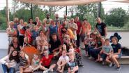 Buren van Isidore Devilléstraat 'grillen en chillen' tijdens derde straatfeest