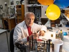 Guus Bonenkamp is al 50 jaar horlogemaker in Rijssen