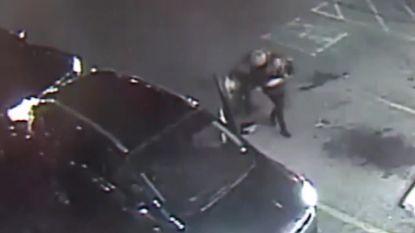 """VIDEO: Agressieve bestuurder gaat door het lint omdat vrouw """"iets uit haar raam gooide"""""""