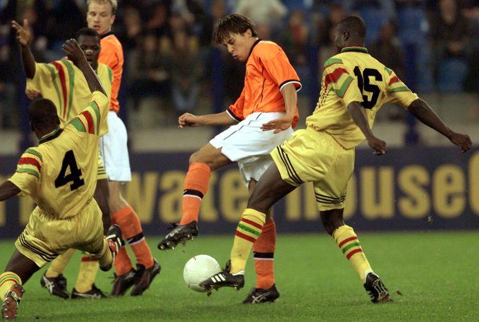 Martijn Reuser in actie tijdens Nederland - Ghana in Arnhem op 13 oktober 1998.