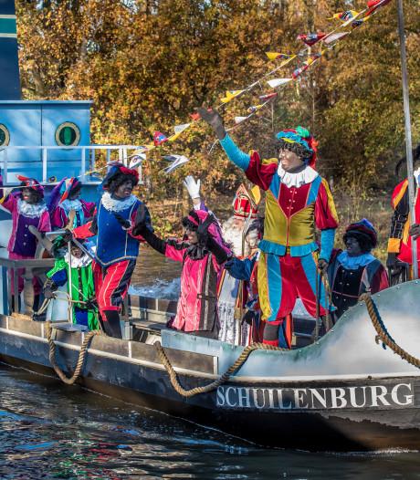 Sinterklaas zet voet aan wal in Nijverdal