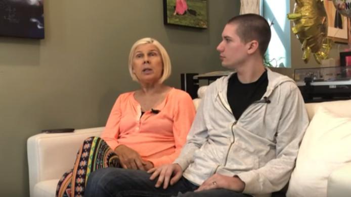 De vonk tussen Kasey (59) en haar man Henry (29) sloeg 7 jaar geleden bij toeval over.
